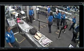 MAN ATTACKS TSA AGENTS AT PHOENIX AIRPORT (ON CAM) - CNN